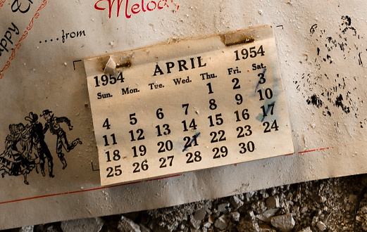 Moose Jaw「Soiled wall calendar found in a derelict farmhouse」:スマホ壁紙(15)