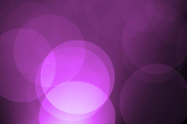 Defocused purple holiday light background:スマホ壁紙(壁紙.com)