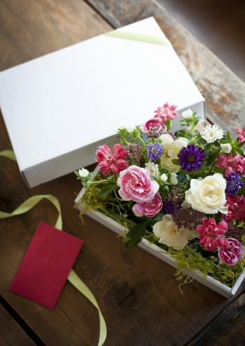 カーネーション「Flower arrangement in a gift box」:スマホ壁紙(12)