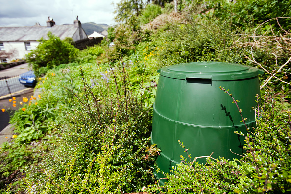 Greenhouse Gas「A compost bin in a garden in Ambleside, Lake District, UK. Composting your green waste prevents grennhouse gas emissions as food waste in landfill decays to emit methane, a potent greenhouse gas.」:写真・画像(17)[壁紙.com]