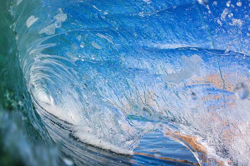 Encinitas「In the barrel of a wave in the ocean」:スマホ壁紙(1)
