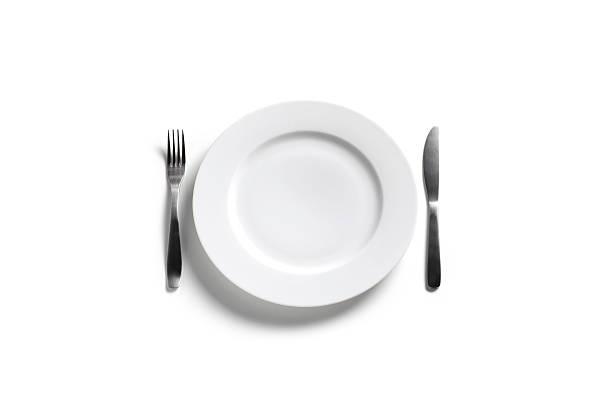 Empty dinner plate on white background:スマホ壁紙(壁紙.com)