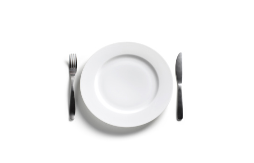 Table Knife「Empty dinner plate on white background」:スマホ壁紙(6)
