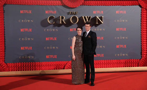 Two People「'The Crown' Season 2 World Premiere - Red Carpet Arrivals」:写真・画像(2)[壁紙.com]
