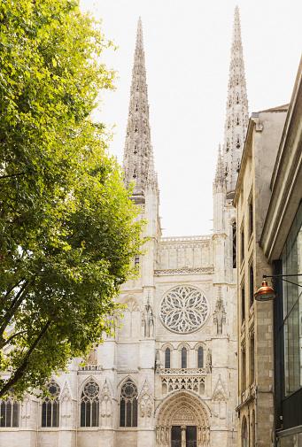 Nouvelle-Aquitaine「France, Gironde, Bordeaux, Facade of Bordeaux Cathedral」:スマホ壁紙(10)