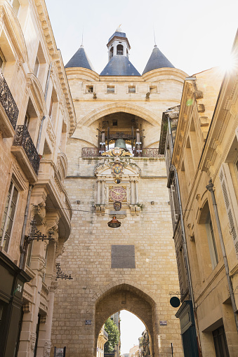 Nouvelle-Aquitaine「France, Gironde, Bordeaux, Low angle view of Grosse Cloche medieval gate」:スマホ壁紙(12)