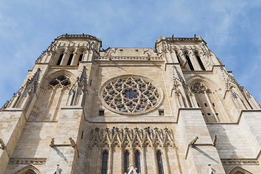 Nouvelle-Aquitaine「France, Gironde, Bordeaux, Low angle view of south facade of Bordeaux Cathedral」:スマホ壁紙(8)