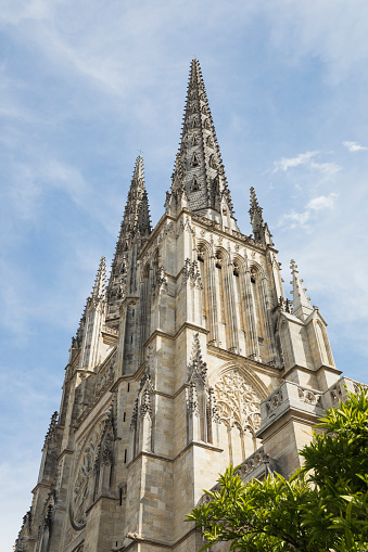 Nouvelle-Aquitaine「France, Gironde, Bordeaux, Low angle view of spires of Bordeaux Cathedral」:スマホ壁紙(7)