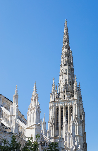 Nouvelle-Aquitaine「France, Gironde, Bordeaux, Low angle view of spires of Bordeaux Cathedral」:スマホ壁紙(14)