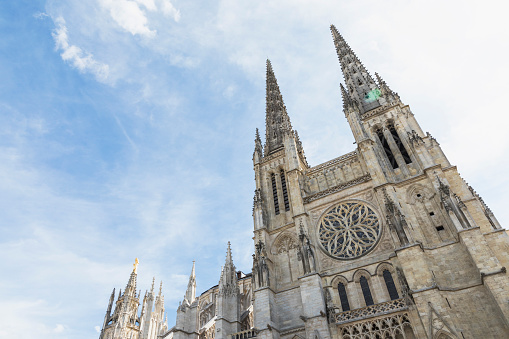 Nouvelle-Aquitaine「France, Gironde, Bordeaux, Low angle view of spires of Bordeaux Cathedral」:スマホ壁紙(18)