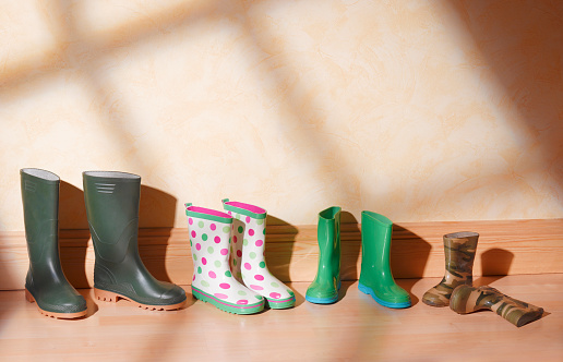Shoe「Green family boots in a line」:スマホ壁紙(18)