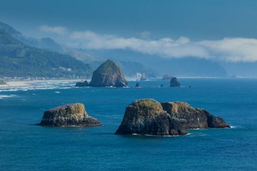Cannon Beach「Rock formations, Oregon Coast」:スマホ壁紙(9)