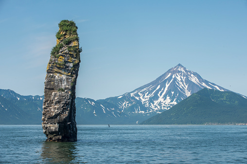 Active Volcano「Rock formation, Avacha bay, Kamchatka, Russia」:スマホ壁紙(4)