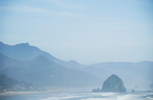 Cannon Beach「Rock formations in ocean」:スマホ壁紙(4)