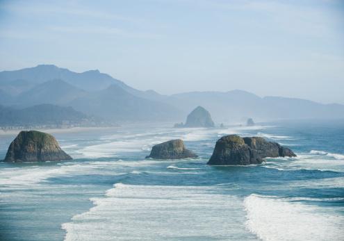 Haystack Rock「Rock formations in ocean」:スマホ壁紙(8)