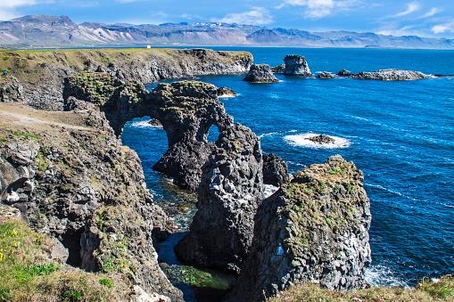 Arnarstapi「Rock formations of west coast, Arnarstapi, Snaefellsjokull, Snaefellsnes Peninsula, Iceland」:スマホ壁紙(19)