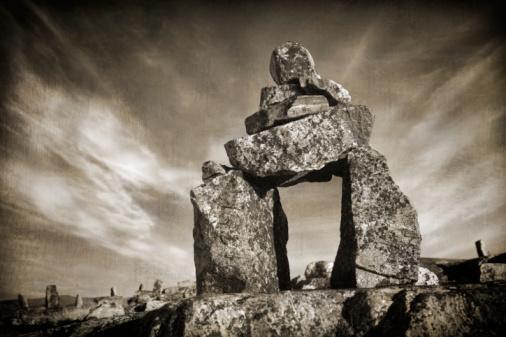 Baffin Island「Rock formation, Inuksuit, Baffin Island, Nunavut, Canada (B&W)」:スマホ壁紙(16)
