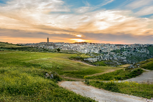 Cave「Italy, Basilicata, Matera, Old town, View to Sassi of Matera, Parco della Murgia Materana in the evening」:スマホ壁紙(12)