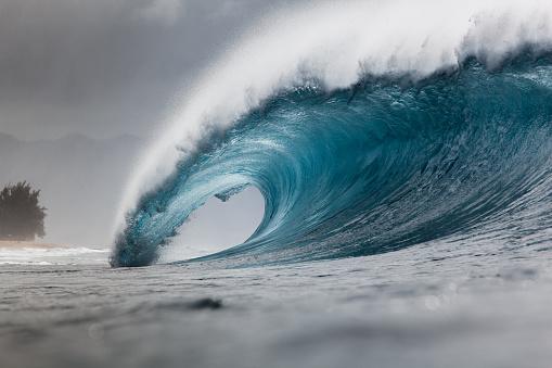 Splashing「Banzai Pipeline wave, Hawaii, America, USA」:スマホ壁紙(1)