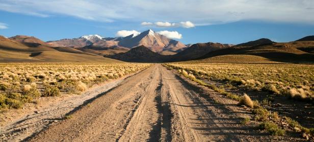 Altiplano「Dirt road in Bolivia」:スマホ壁紙(16)