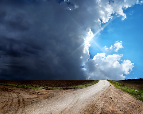 Footpath「dirt road in countryside landscape over stormy and sunny sky」:スマホ壁紙(0)