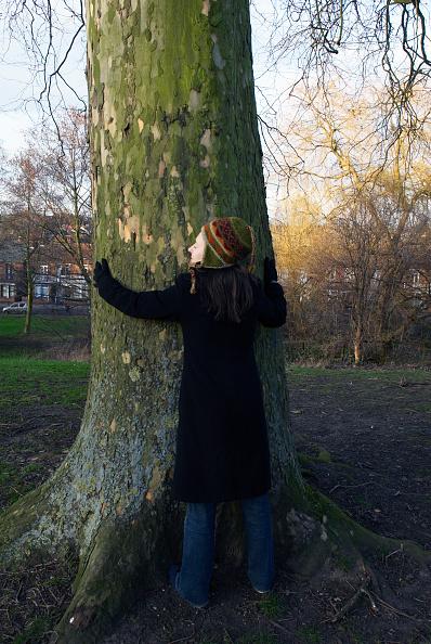 25-29 Years「Woman hugging a tree」:写真・画像(13)[壁紙.com]