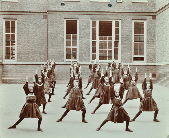 Outdoors「Girls' Exercise Drill, Montem Street School, Islington, London, 1906. Artist: Unknown.」:写真・画像(0)[壁紙.com]