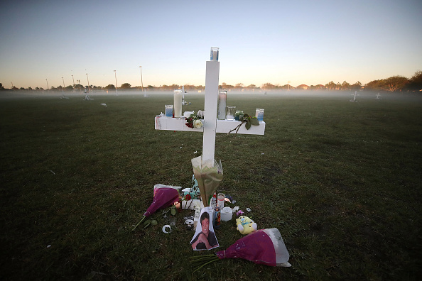 Mass Shooting「Florida Town Of Parkland In Mourning, After Shooting At Marjory Stoneman Douglas High School Kills 17」:写真・画像(8)[壁紙.com]