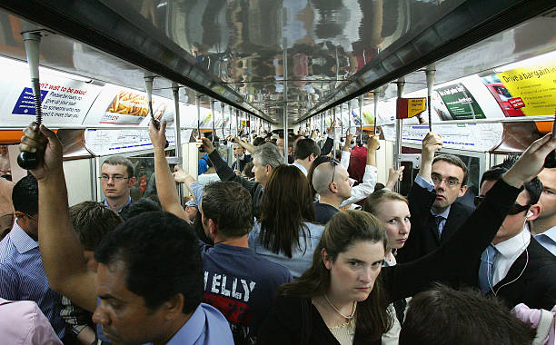 Tube Passengers Defy Bombers To Make Journey To Work:ニュース(壁紙.com)