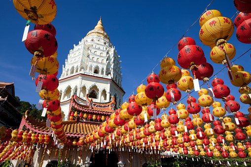 Chinese Lantern Festival「Rows of Chinese New Year lanterns in front of Kek Lok Si」:スマホ壁紙(13)