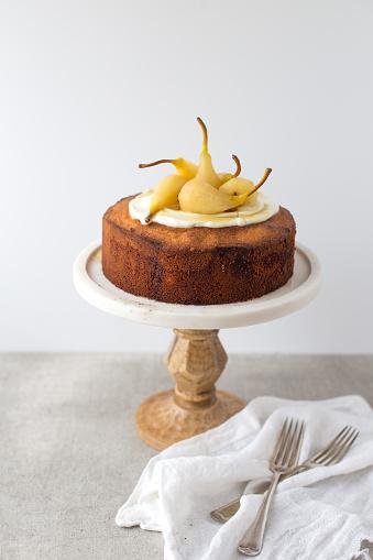 白梨「Pear sponge cake on a cake stand」:スマホ壁紙(19)