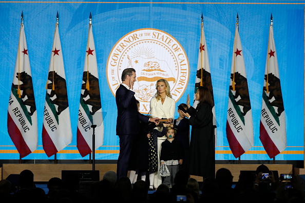 Stephen Lam「Gavin Newsom Is Sworn In As Governor Of California」:写真・画像(0)[壁紙.com]