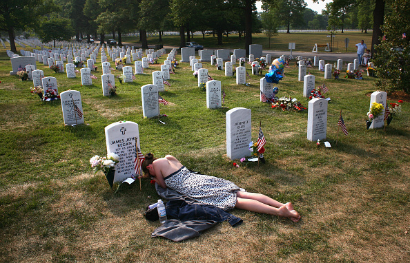 Cemetery「War Dead Honored On Memorial Day Weekend」:写真・画像(10)[壁紙.com]
