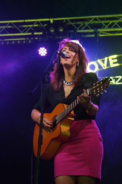 Plucking An Instrument「Chloe Charles, Love Supreme Jazz Festival, Glynde Place, East Sussex, 2014.」:写真・画像(18)[壁紙.com]