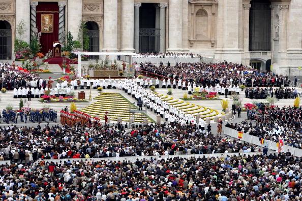 Religious Mass「Pope Benedict XVI Celebrates Easter - Holy Mass」:写真・画像(0)[壁紙.com]