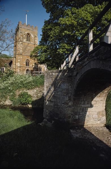 Giles「Church And Bridge」:写真・画像(3)[壁紙.com]