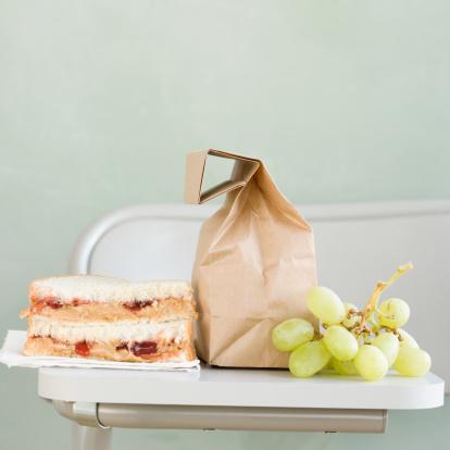 Sandwich「Sandwich and grapes next to paper bag」:スマホ壁紙(18)