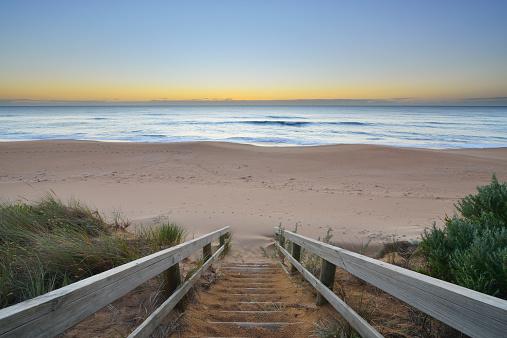 90マイルビーチ「Wooden Staircase to Beach at Dawn」:スマホ壁紙(10)