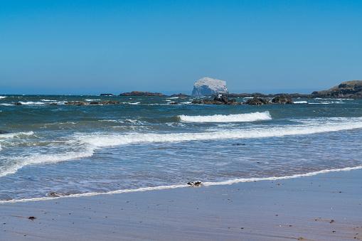East Lothian「Looking to Bass Rock, North Berwick beach, Scotland」:スマホ壁紙(18)