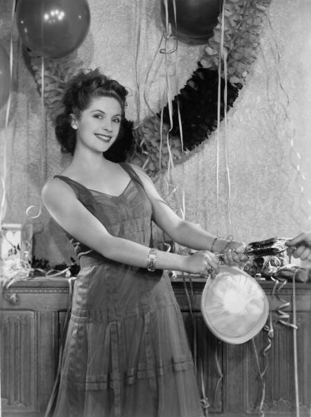 Christmas Cracker「Dorothy Hyson」:写真・画像(7)[壁紙.com]