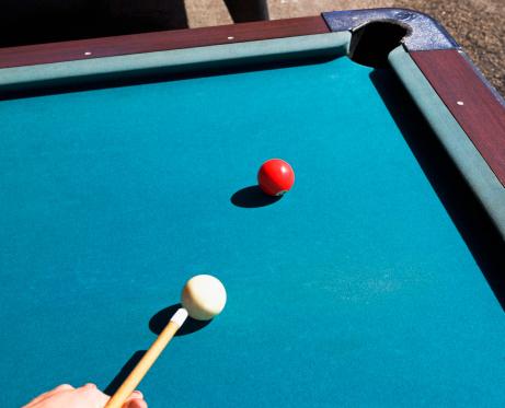 Pointing「Person shooting pool」:スマホ壁紙(8)