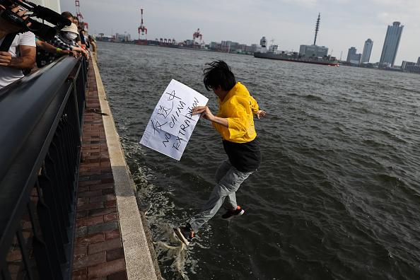 Jumping「Osaka Hosts The G20 Summit」:写真・画像(9)[壁紙.com]