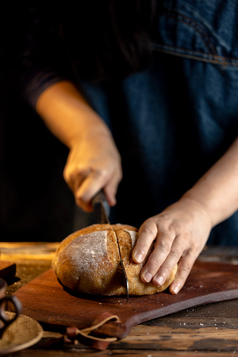 One Person「woman cutting rye bread with bread knife」:スマホ壁紙(17)
