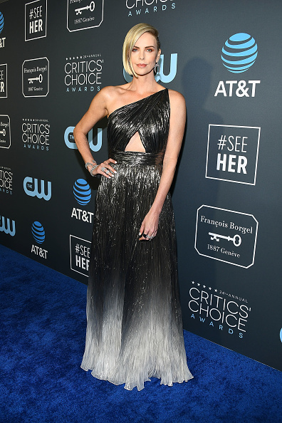 Critics' Choice Movie Awards「Claire Foy Accepts The #SeeHer Award At The 24th Annual Critics' Choice Awards」:写真・画像(1)[壁紙.com]