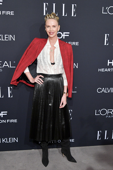 Skirt「ELLE's 25th Annual Women In Hollywood Celebration Presented By L'Oreal Paris, Hearts On Fire And CALVIN KLEIN - Red Carpet」:写真・画像(11)[壁紙.com]