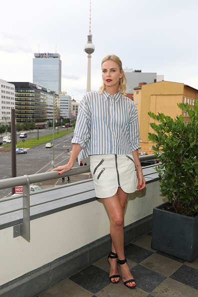 Light Blue「Charlize Theron Promotes 'Atomic Blonde' In Berlin」:写真・画像(12)[壁紙.com]