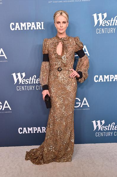 Louis Vuitton Purse「22nd CDGA (Costume Designers Guild Awards) – Arrivals And Red Carpet」:写真・画像(18)[壁紙.com]