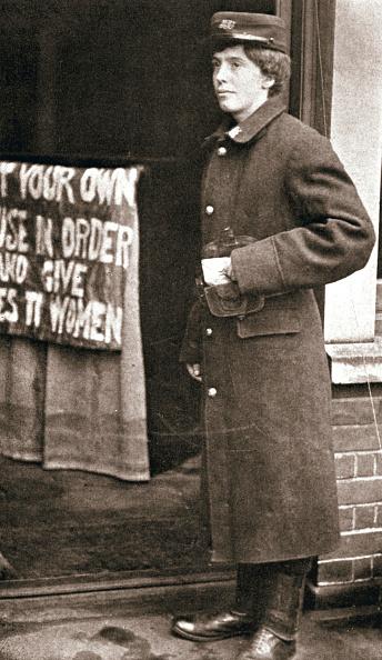 Photography「Jessie Kenney British Suffragette Dressed As A Telegraph Boy 10 December 1909」:写真・画像(10)[壁紙.com]