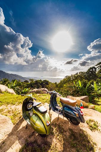 自転車・バイク「レトロバイク 2 台」:スマホ壁紙(3)