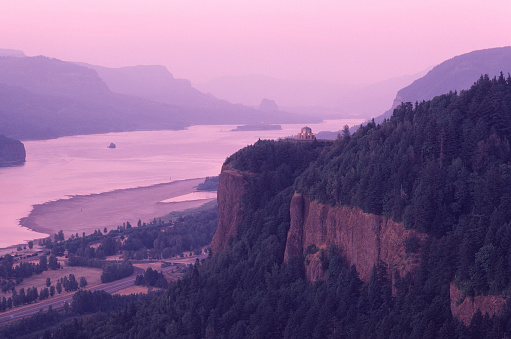 Oregon - US State「Evening light, Crown Point, Columbia River Gorge.」:スマホ壁紙(4)